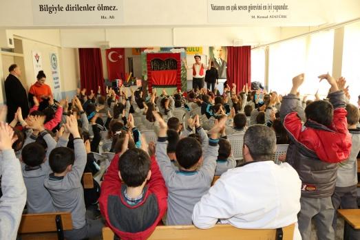 Bafra Belediyesi'nden Okullara Tiyatro Sergilendi