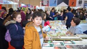 Bafra Belediyesi Vatandaşları Kitapla Buluşturdu