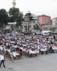 Alaçam Cumhuriyet Meydanında İftar Programı