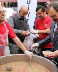 Bafra Belediyesi 3 Bin Kişiye Aşure Dağıttı