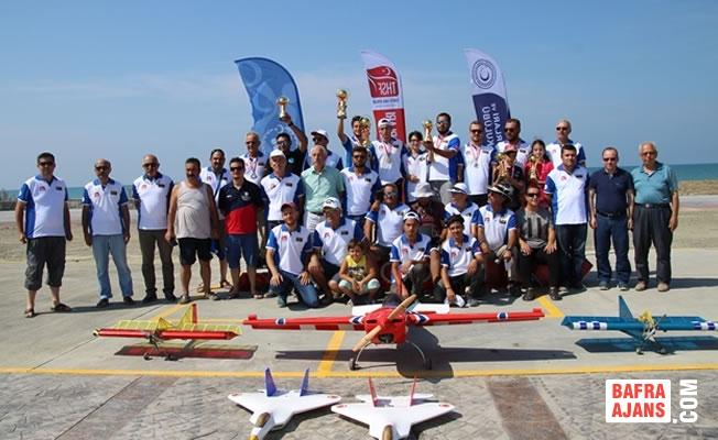 Alaçam'da Model Uçak Yarışması Yapıldı