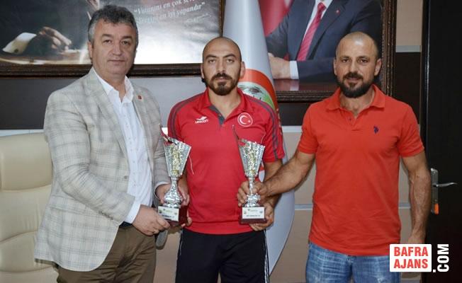 Milli Takım Sporcusu Koltuk'tan Başkan Topaloğlu'na Ziyaret