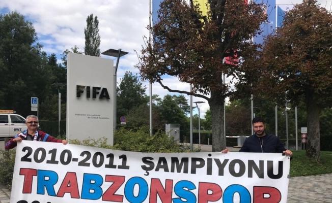 FIFA Genel Merkezi önünde