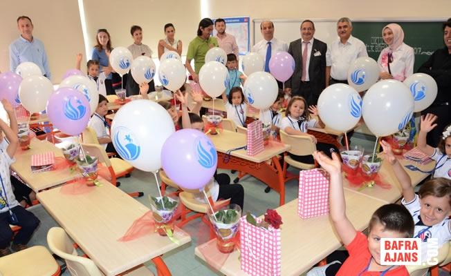 OMÜ Vakfı Koleji Öğrencilerini, Çiçeklerle Karşıladı