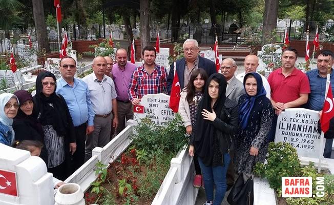 Şehit Ünal Ertürk Kabri Başında Dualarla Anıldı