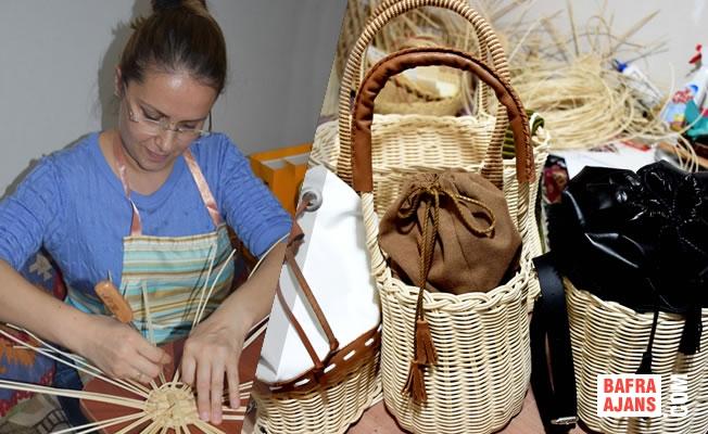 Bir Araya Gelen Kadınlar, Bambudan Hasır Çantalar Örüyor