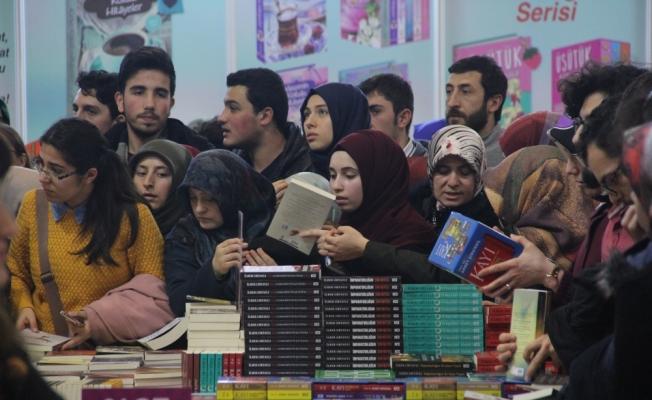 Karadeniz 4. Kitap Fuarı'na yoğun ilgi