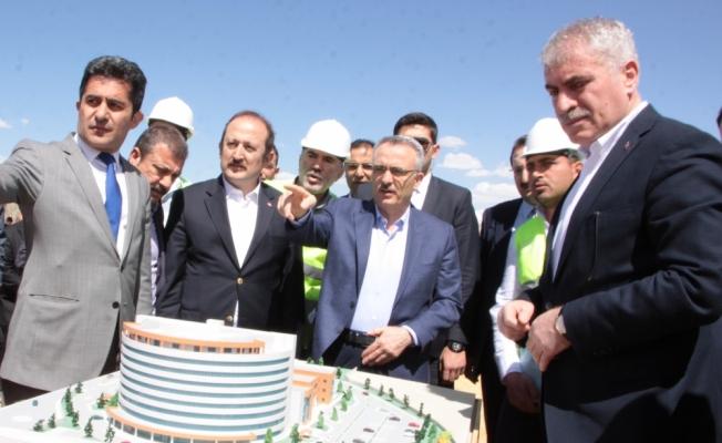 Maliye Bakanı Ağbal hastane inşaatını inceledi