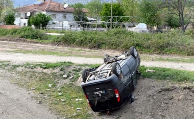 Tokat'ta kamyonet devrildi: 4 yaralı