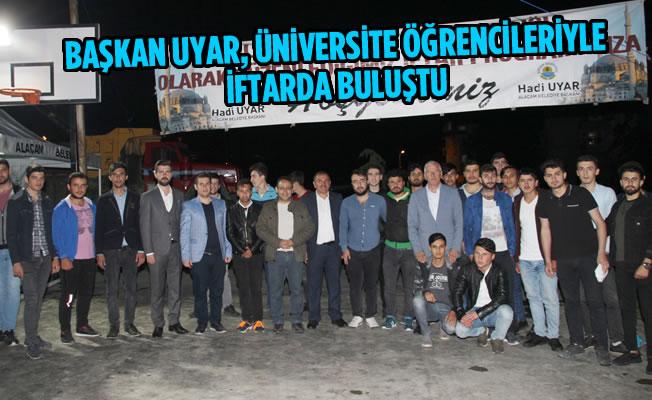 Başkan Uyar, Üniversite Öğrencileriyle İftarda Buluştu
