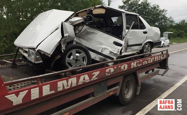 Samsun'da otomobil ile minibüs çarpıştı: 5 yaralı
