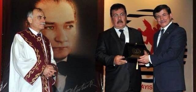 Kaya Aşcı'ya Başbakan Davutoğlun'dan Plaket
