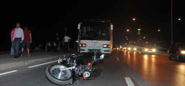 Motosiklet Otobüsün Altına Girdi: 1 Ölü
