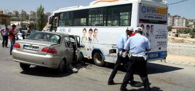 Otomobil İle Otobüs Çarpıştı: 3 Yaralı