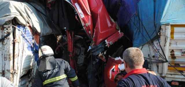 Tem Otoyolu'nda Zincirleme Kaza: 1 Ölü, 2 Yaralı