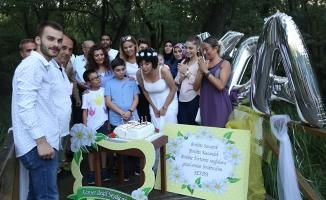 Lösemiyi Yenmesini Pasta Keserek, Balon Uçurarak Kutladı