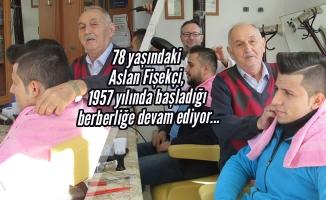 60 Yıllık Berber Mesleğini Oğluyla Sürdürüyor