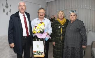 Başkan Uyar'dan Emekli Öğretmenlere Ziyaret