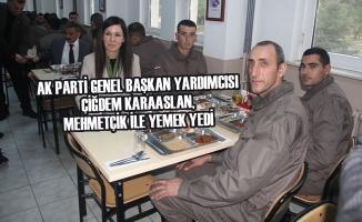 Çiğdem Karaaslan, Mehmetçik İle Yemek Yedi