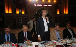Bakan Gül, Ardanuç'ta vatandaşlarla oruç açtı