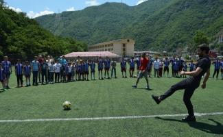 Fenerbahçeli futbolcu Şener Özbayraklı Artvin'de