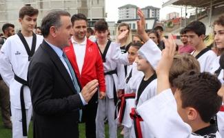 Gençlik ve Spor Bakanı Osman Aşkın Bak: