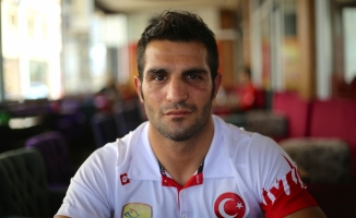 Milli boksör Onur Şipal'in buruk sevinci