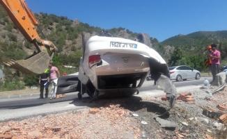 Otomobil şarampole devrildi: 3 ölü, 4 yaralı