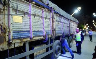 Freni arızalanan pancar yüklü kamyonu 4 kilometre sonra durdurabildi