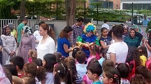 29 Ekim İlkokulunda Minik Öğrencileri Palyaçolar Karşıladı