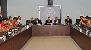 Başkan Gümrükçüoğlu, Yavru Vatan'dan Gelen Konukları Ağırladı