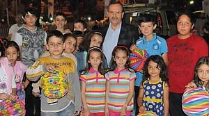 Başkan Zihni Şahin; Fener Dağıttı