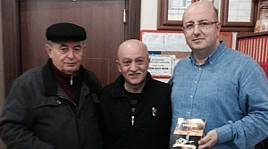 Ecz. Ayhan Özcan'a Öğretmeninden Şiir Kitabı