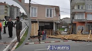 Evin Çatısı Rüzgâra Daha Fazla Dayanamadı