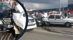 Tofaş Kavşağında Trafik Kazası : 4 Yaralı