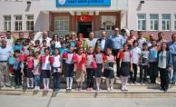 Başkan Zihni Şahin; Öğrencilere Top Kandil Dağıttı