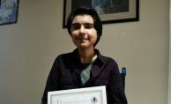 Kas hastası öğrenci, evinde aldığı eğitimle derece aldı