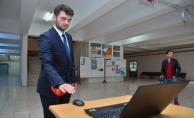 Görme engelliler için el bileğine takılabilen sensör
