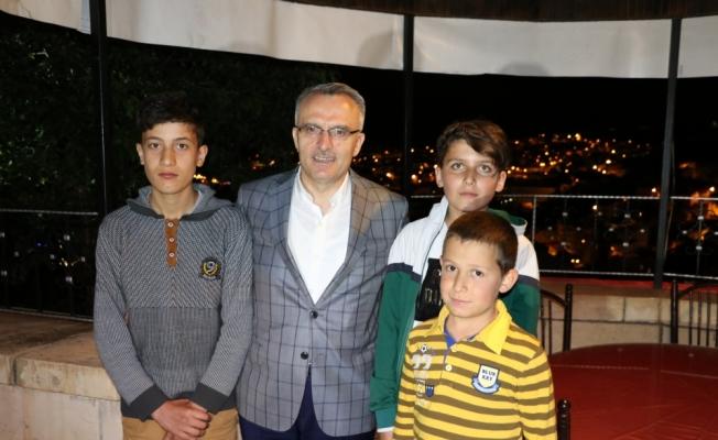 Maliye Bakanı Naci Ağbal, esnafı ziyaret etti