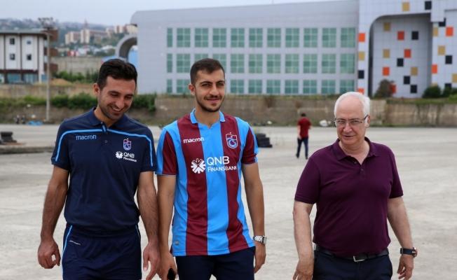 Trabzonspor, İranlı futbolcu Hosseini'yi renklerine bağladı