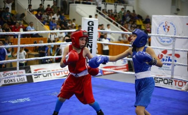 Alt Minikler Türkiye Ferdi Boks Şampiyonası başladı