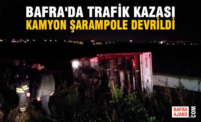 Bafra'da Trafik Kazası;  Kamyon Şarampole Devrildi