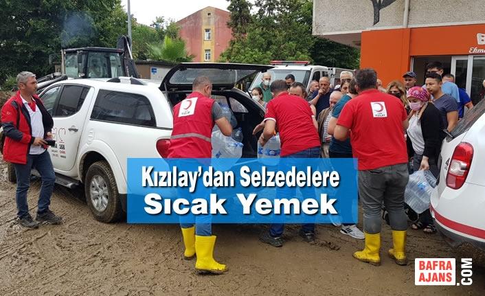 Kızılay Artvin'deki Afetzedelerin İhtiyaçlarını Karşılıyor