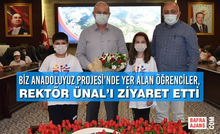 Biz Anadoluyuz Projesi'nde Yer Alan Öğrenciler, Rektör Ünal'ı Ziyaret Etti
