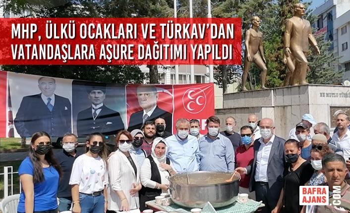 MHP, Ülkü Ocakları ve TÜRKAV'dan Vatandaşlara Aşure Dağıtımı Yapıldı