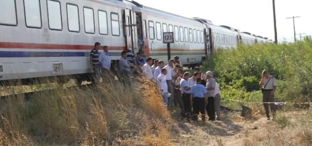 Akhisar'da Tren Kazası: 3 Ölü