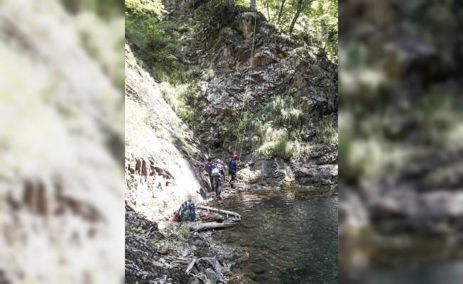 Gezmek için girdikleri kanyondan 48 saat sonra çıkabildiler