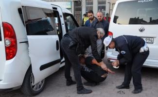Kapkaç zanlısını vatandaşlar yakaladı