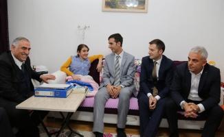 Artvin Valisi Doğanay'dan engelli kıza yardım eli
