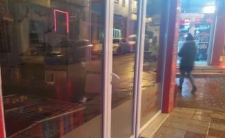 Kaçan zanlılar tüfekle polis merkezine ateş etti